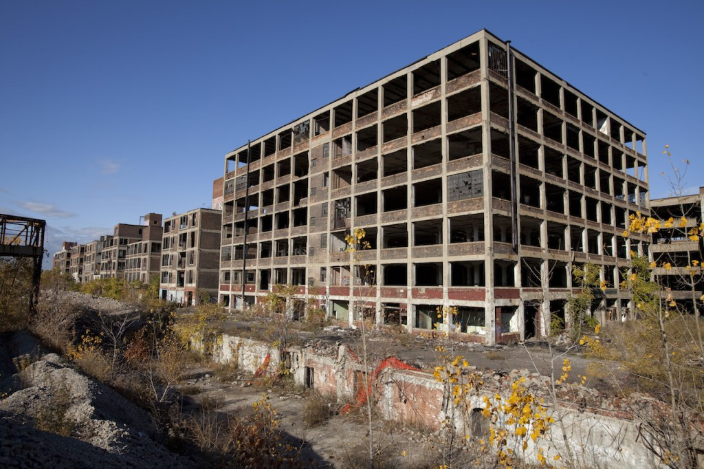 Abandoned_Packard_Automobile_Factory_Detroit_200